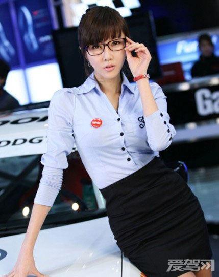 90后韩国清纯美女车模